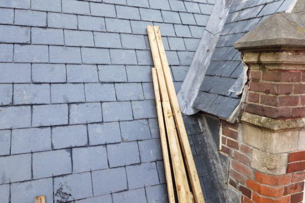 leien dak wordt aangelegd op dak Choorstraat Utrecht