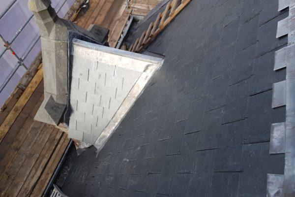 nieuw leien dak en mooie zinken kappen en goten Choorstraat Utrecht
