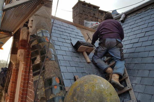 leistenen worden gelegd op dak Choorstraat Utrecht