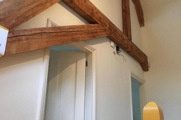 Houten balken geschilderd in Huis ter heide door schildersbedrijf Jo. van Doorn