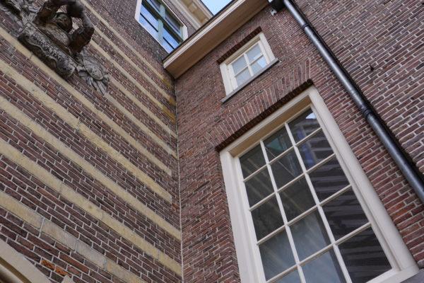 Utrecht Paushuize, close up achtergevel. Schilderwerk Joh. van Doorn De Bilt BV
