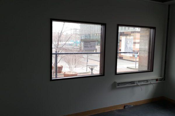 schilderwerk aan muren en kozijnen laboarorium LUMC